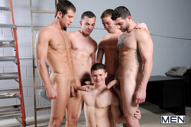Muscle Boys Group Fuck (1)
