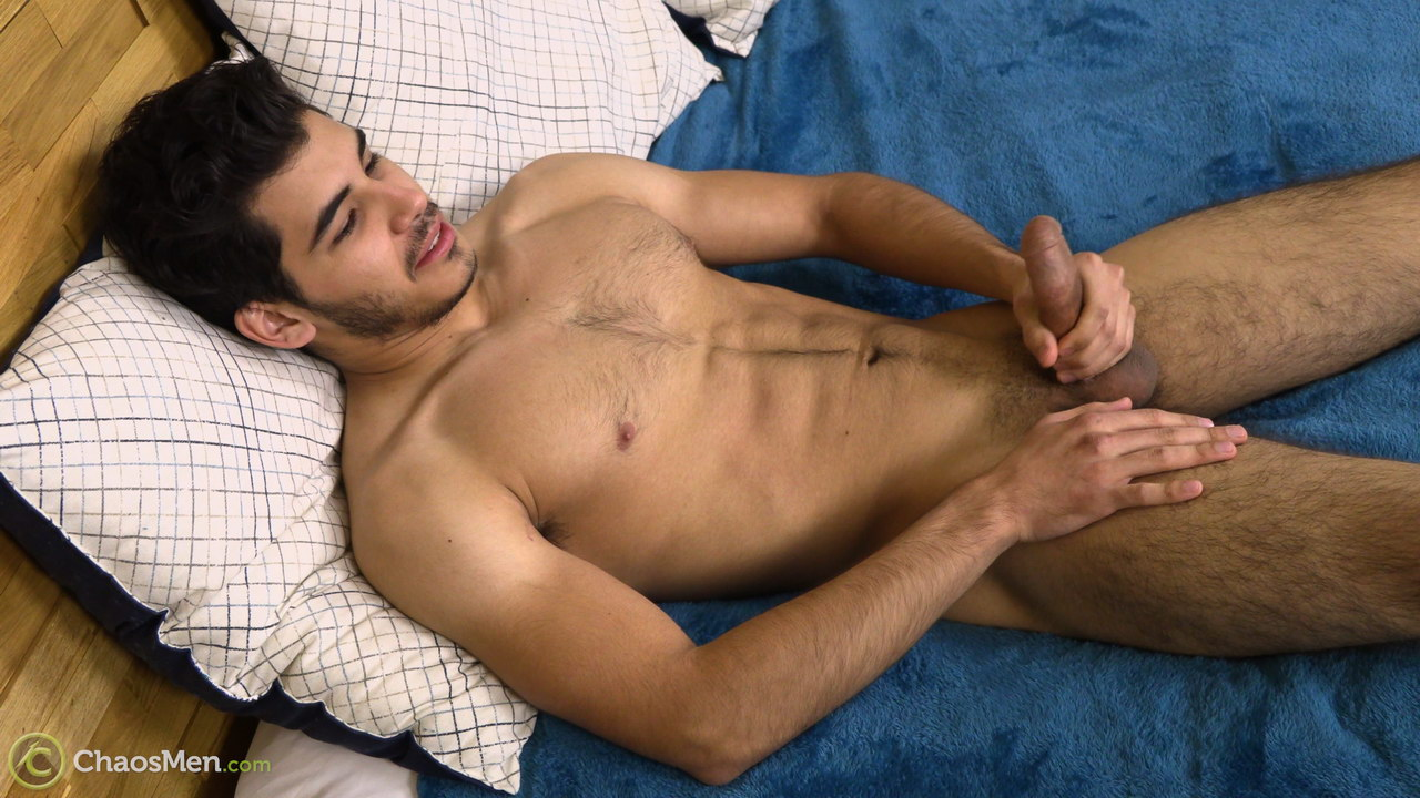straight jock Damien Reign naked and jacking off on video